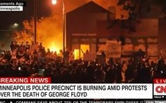 성조기 찢고 백악관 봉쇄까지... 미 전역 '흑인 사망' 시위 격화