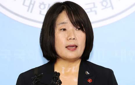 윤미향 딸 학비가 김복동 장학금? '조선'이 외면한 실체