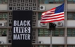 주한 미국대사관 '흑인생명 소중' 배너 철거... 왜?
