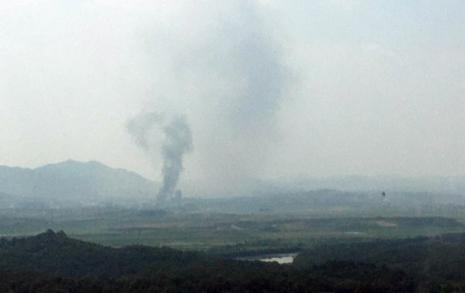 """북한매체 일제히 속보 """"폭음과 함께 비참하게 완전 파괴"""""""