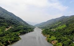 맑은 섬진강에서 즐기는 래프팅
