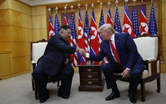 """트럼프, 3차 회담 시사... """"도움 된다면 김정은 만나겠다"""""""