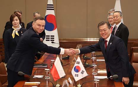 한국과 닮은 꼴... 유럽은 왜 이 나라의 앞날 걱정했나