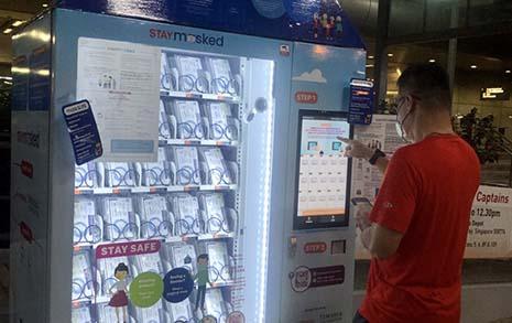 마스크를 공짜로 주는 자판기가 있습니다