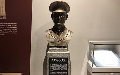 한국전 진짜 영웅... 백선엽에 가린 독립군 출신 '교장선생님'