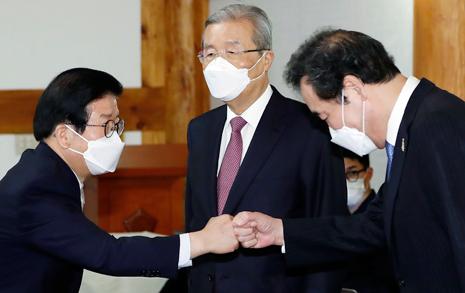 """'정색' 김종인 """"국민이 정부돈에 한번 맛들이면..."""""""