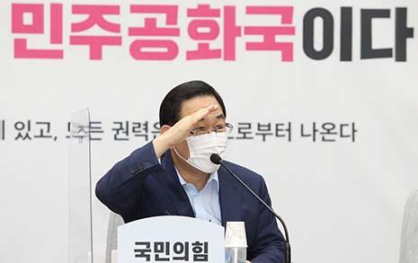 '19% vs. 32.7%' 국민의힘 지지율 격차는 샤이진보 때문?