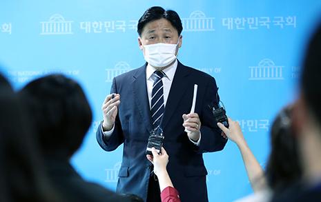 """장외투쟁 나선 야당에, 민주당 """"대북 규탄결의안 채택하자"""""""