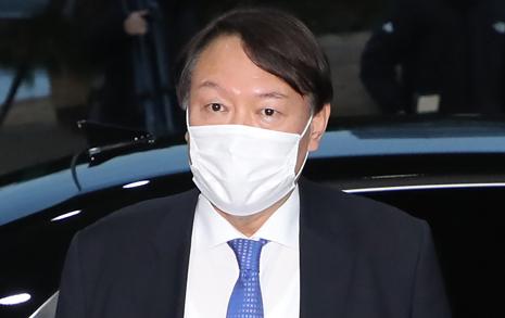 """복귀한 윤석열의 일성 """"헌법정신과 법치주의 지킬 것"""""""