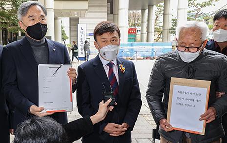 """광복회 294명, 윤서인에 위자료 청구소송...""""끝까지 책임 묻겠다"""""""