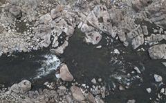지리산 둘레길 엄천강의 돌개구멍
