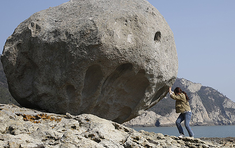 옥황상제가 매우 아끼던 이 돌, 한번 굴려보세요