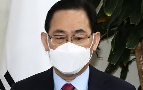 """'박근혜 탄핵은 잘못' 발언에 주호영 """"당 전체 의견 아냐"""""""