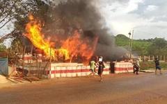미얀마 민주화시위 계속... 시민방위대와 전투한 군인 사망