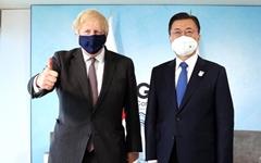 """문 대통령 """"영국은 혈맹""""... 존슨 총리 """"안보협력 강화하자"""""""