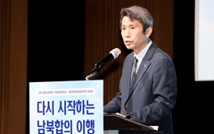 """이인영 """"북한, 최근 대화 여지 보여... 보다 능동적으로 호응하길"""""""