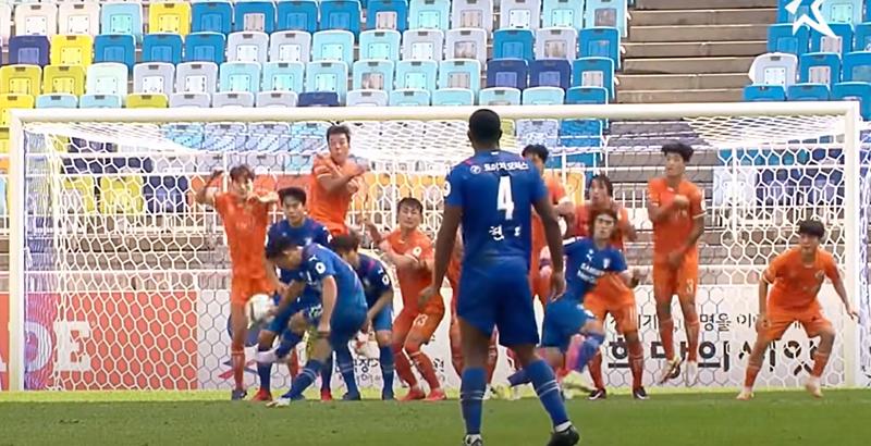 수원, 11경기 만에 승리... 이기제 '명품 왼발' 빛났다