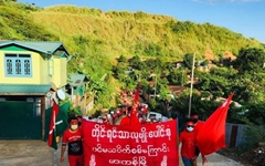 [미얀마] 곳곳 시민방위대-쿠데타군부와 전투에다 민주화 시위