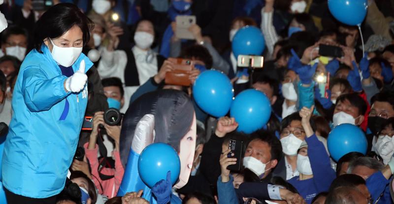 """박영선, 촛불 광장에 호소 """"새로운 바람이 분다, 투표 승리"""""""