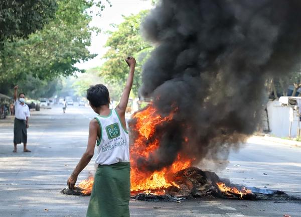 """""""미얀마 군은 5 · 18 광주 민주화 운동에서 교훈을 얻어야한다"""""""