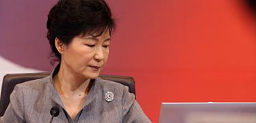 침묵 깬 박 대통령,  유가족·야당에 '항복' 요구