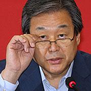 무리하게 막은 수원대 총장 증인 채택, 김무성 때문?