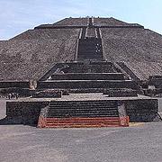사람이 걸어서 오른다?  뭔가 다른 멕시코표 피라미드