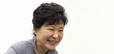 90년 전 '시나리오' 또 통했다 박근혜는 계속 웃을 수 있을까
