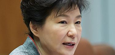 """""""무엇을 기대하든 그 이하"""" 비겁하고 무능한 박근혜 정권"""