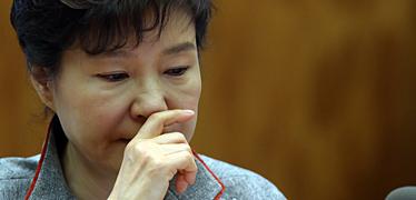 박 대통령의 '와병', 새누리당 입 막았다