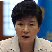 """박 대통령 """"국민연금 제도변경,  정부와 논의해야"""""""