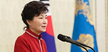 """박근혜 또 '유체이탈'  문재인 """"누가 약속 깼나?"""""""