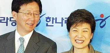 '유승민 미로'에 빠진 친박  '레임덕' 증명한 박 대통령