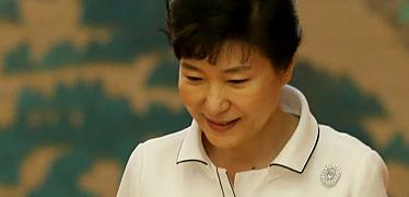 '선거의 여왕'의 오판 식물 대통령 앞으로 한 발 더?