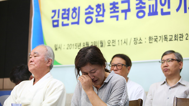 """""""가족이 기다리는 북한으로 돌려보내주세요"""""""