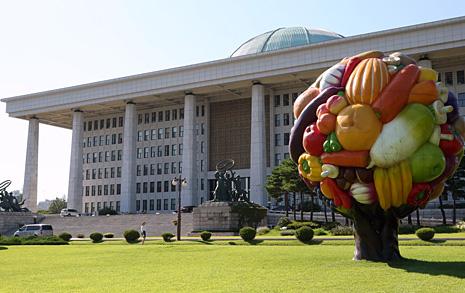 국회는 왜 8천만원  '과일나무' 심었나