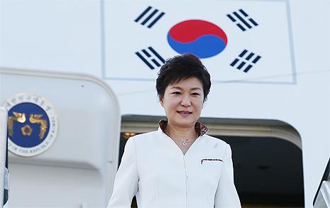 나갈 때마다 '징크스' 박 대통령 해외순방의 명암