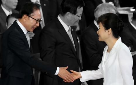 노무현-이명박근혜 연출된 위기시대 17년