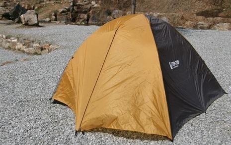 텐트 치고 온수매트... 여기 사무실 맞습니다