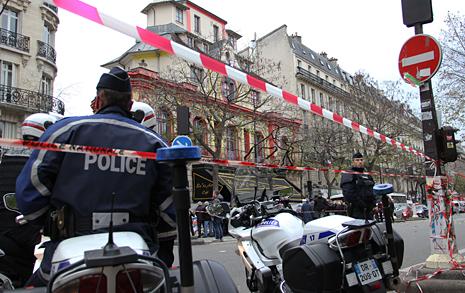 핸드폰 번호 알려주던  프랑스 경찰이 변했다
