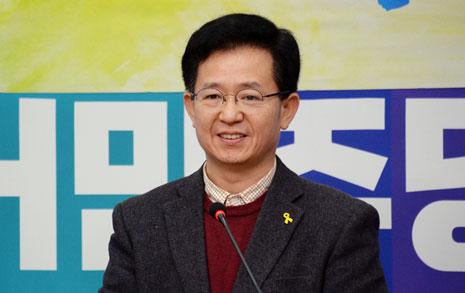 """""""진짜가 나타났다"""" 더민주 '광주사람' 영입"""