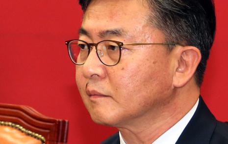 KBS 출연한 홍용표 장관, 북한 재정구조도 모르나?