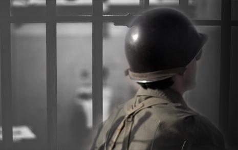 동성애자라 병원 독방,  군대는 여전하다