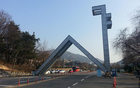 """""""서울대조차 별 수 없어""""  학벌까지 허무는 '금수저' 사회"""