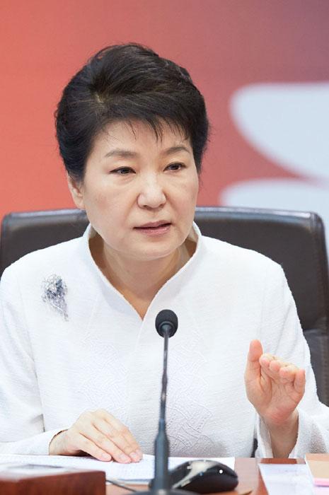 '꼼수'로 청문회법 거부  협치 집어던진 박 대통령