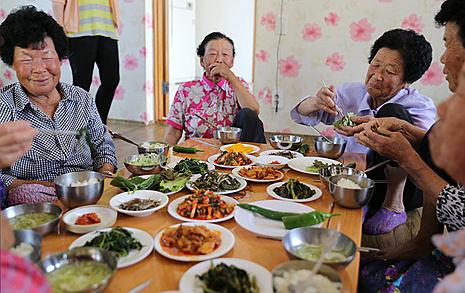 일손 줄이고, 공동체  살리는 '특별한 점심'