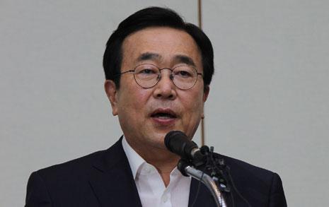 """""""가덕 신공항 유치  실패 아니다, 사퇴 안 해"""""""