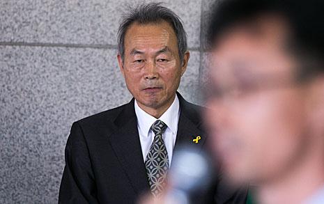 """""""배 절대 버리지 않겠다""""  이석태 '선장' 응원한다"""