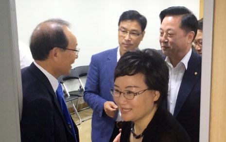 """""""청와대 항의방문 못해?""""  더민주 초선들, 투쟁 결의"""