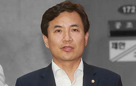 """출처 감춘 김진태  """"차라리 불이익 받겠다"""""""